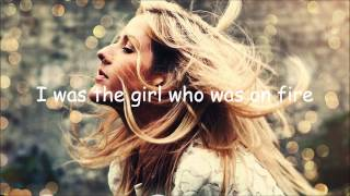 Скачать Ellie Goulding Mirror Lyric Video