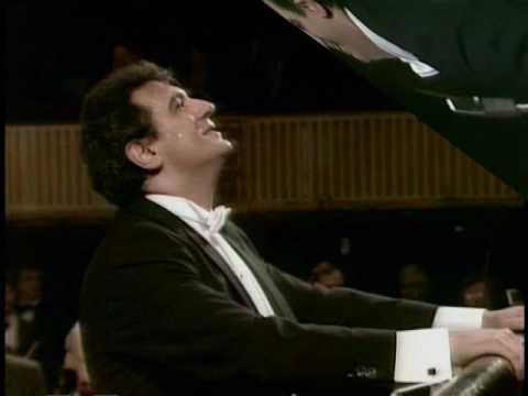 Placido Domingo conducting - Die Fledermaus.wmv - YouTube
