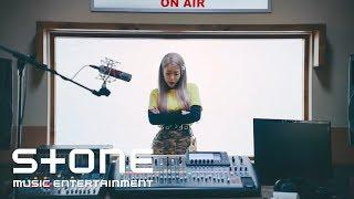 Download lagu 헤이즈 SHE S FINE MV