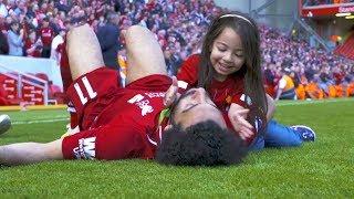 أجمل لحظات كرة القدم ..... الاعبين مع ابنائهم في الملعب !! شاهد ابنة محمد صلاح
