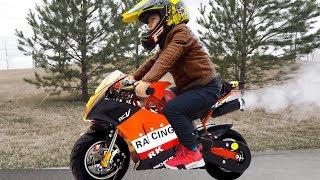 سينيا تشتري دراجة ميني الجديدة وتمسك بسارق دراجة نارية