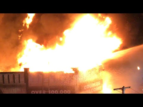FDNY BOX 7289 - FDNY BATTLING A MAJOR 5TH ALARM FIRE IN A ROW OF STORES ON QUEENS BOULEVARD, QUEENS.