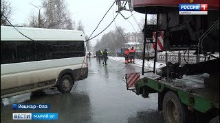 ДТП в Йошкар-Оле: большегруз оборвал троллейбусную линию