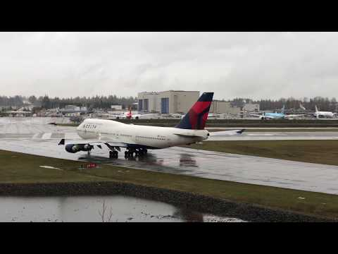 Delta Boeing 747-400 Departing Paine Field, Farewell Tour