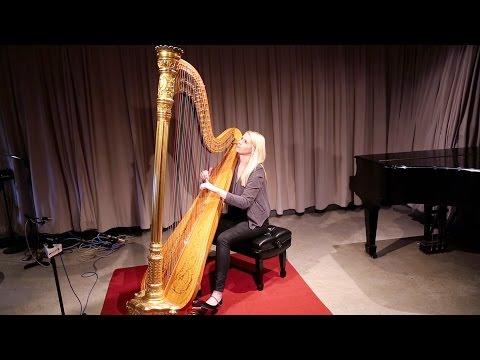 Harpist Claire Jones plays Traditional Irish Tune 'Toss the Feathers' in the WQXR Studio