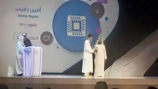حاكم دبي يكرمني شخصيا بجائزة رواد التواصل الإجتماعي  .