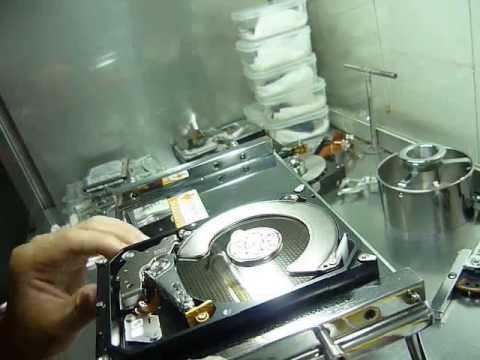 Cứu dữ liệu ổ cứng 2TB chết cơ - Cuumaytinh.com -  Mở ổ cứng trong phòng sạch -