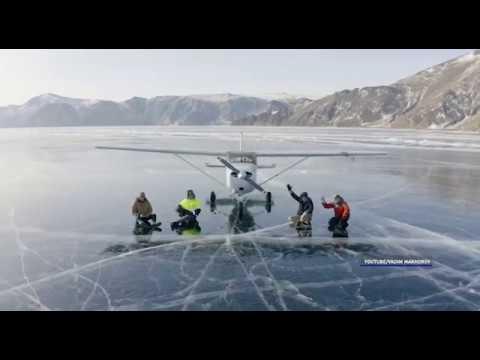 Завораживающее видео посадки на лед Байкала от новосибирского фотографа.
