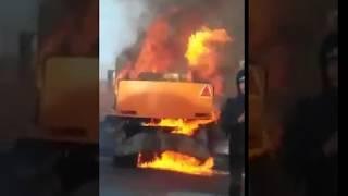 """Посреди Мясницкой горит мусоровоз с """"прицепом"""""""