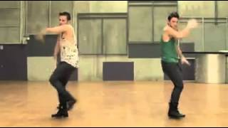2 Guys dancing the hit of Beyoncé. So amazing!!!!