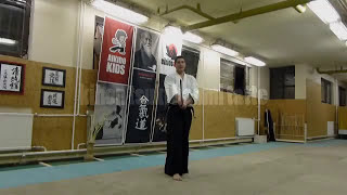 kihon tsuki hanmi tatte boken /sword [TUTORIAL] basic Aikido weapon technique 合気剣 合気剣