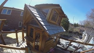 City of Toronto orders family to remove elaborate boat-treehouse that cost $30K