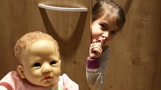 Эмилюша с Куклой Реборн Reborn Silicone Лизой играют дома в прятки