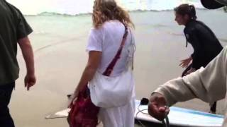 Lady goes crazy at Venice beach over stingray catch