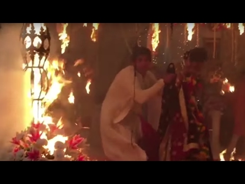 Television actor SAVES his co-actress' from FIRE | WATCH VIDEO