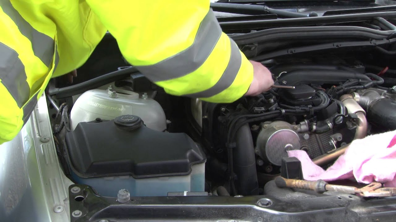 BMW 3 Series Diesel engine air filter replacement DIY
