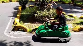 Naik Mobil Mobilan Seru Di Sirkuit Balap