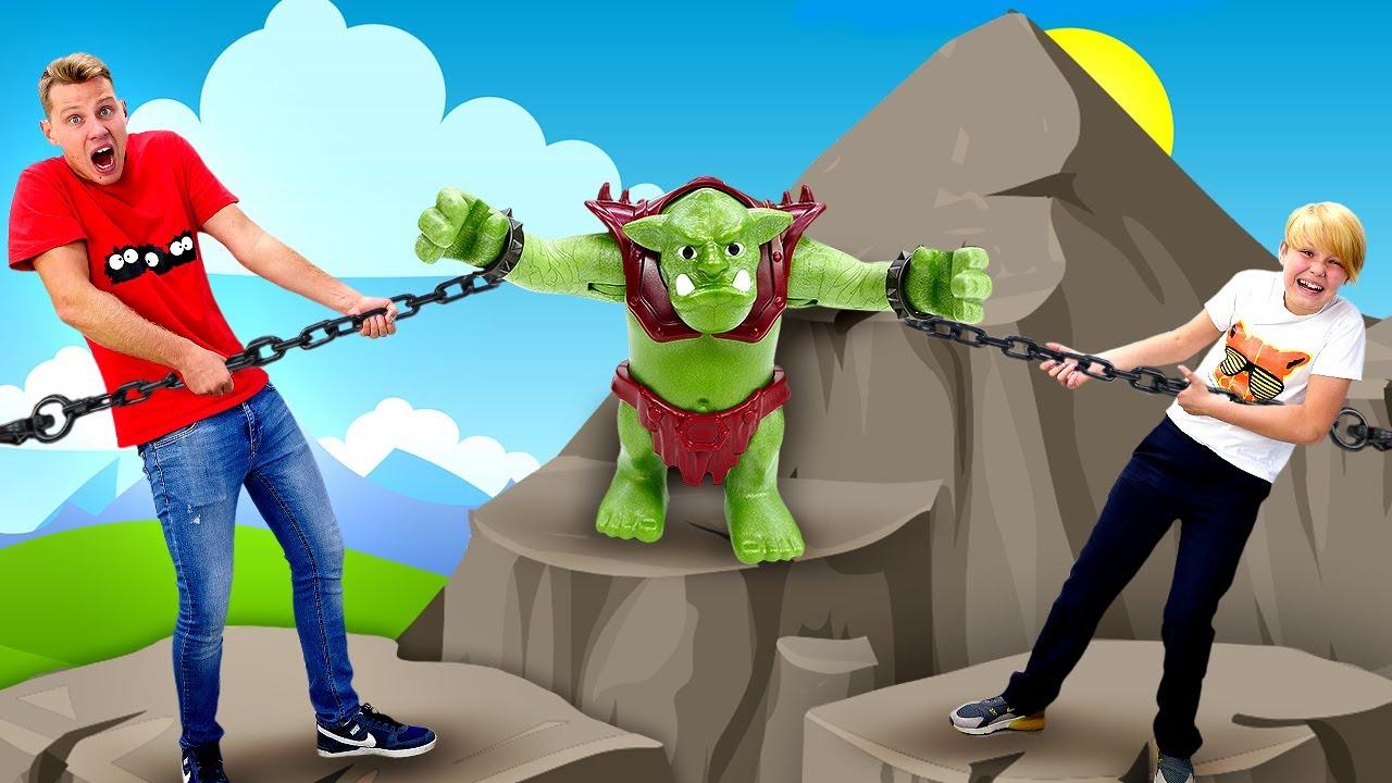 Новые игры битвы – Тролль на осаде замка Плеймобиль! – Конструктор в видео для детей