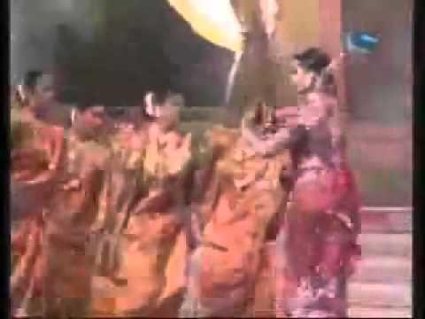 Aishwarya Rai_s live Performance of Dola Re at filmfare 2002