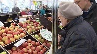 Реальная зарплата россиян снизилась за год на 8-9 процентов