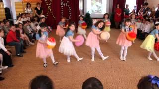 Танец с пасхальными яйцами