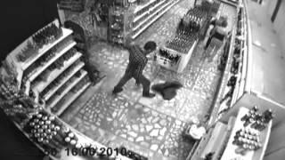 Приколы в магазине. Видео с камер наблюдения.(Подборка сумасшедших и веселых кадров с камер наблюдения в одном сибирском магазинчике. Танцы и приколы..., 2012-10-11T10:33:26.000Z)