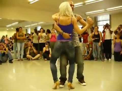 Скачать видео танец попами