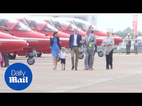 Prince William Lifts Prince George Into Pilot Seat Of Red Arrow - Daily Mail