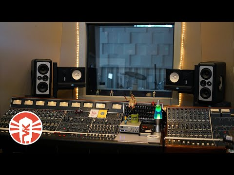 Vintage King's Inside Look At Trace Horse Recording Studio