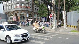 Anh CSGT vui tính vẫy gậy khi dẫn đoàn Slovakia  - Funny policeman route Slovakia VIP convoy