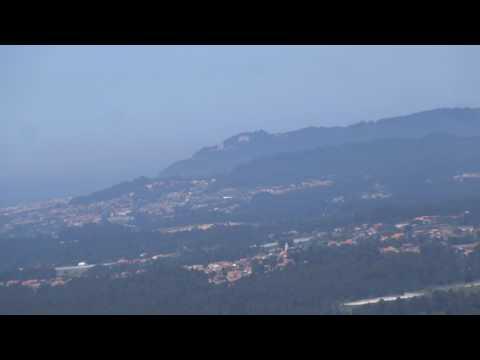 Vista em Aldreu (Barcelos), da Foz do Rio Lima e Santuário de Nª Srª do Minho na Serra de Arga