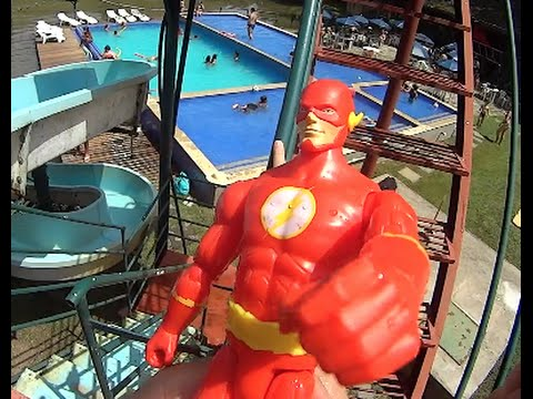 The Flash DC Comics Tobogã Toboggan Piscina Swimming Pool Hotel Fazenda Arvoredo Brinquedos Toys