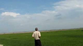 Авиамодель ЯК-54 в полёте(В этом видео авиамодель самолёта ЯК 54 удачно взлетел и летал вертелся ,но в самом конце у него возникают..., 2010-05-10T23:24:43.000Z)