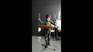 Эрик 8 лет.Обучение базовым навыкам игры на терменвоксе. День 3