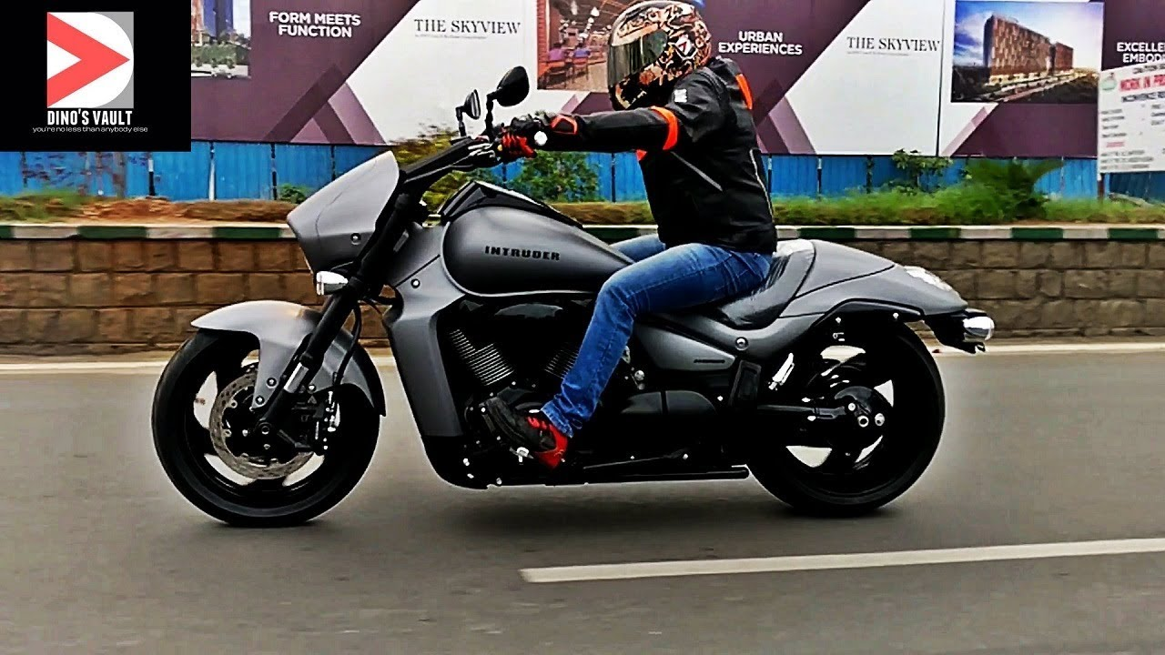 suzuki intruder m1800r review first ride walkaround. Black Bedroom Furniture Sets. Home Design Ideas