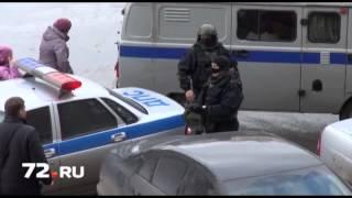 В Тюмени поймали серийного похитителя госномеров(http://72.ru/text/newsline/643405.html Тюменские полицейские накануне задержали 23-летнего жителя областной столицы,..., 2013-04-12T11:22:50.000Z)