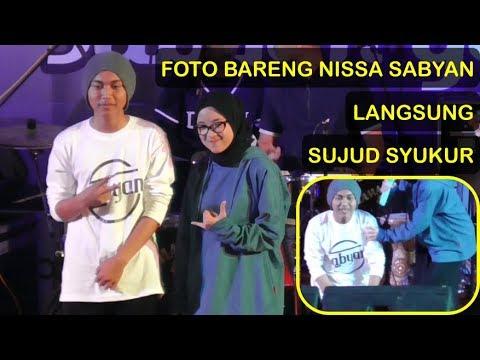 Bisa Foto Bareng Nissa Sabyan Pemuda Ini Sujud Syukur - Konser Sabyan Gambus di Kebumen (Terbaru)