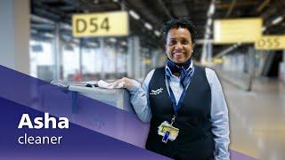 Airport stars: schoonmaakster Asha