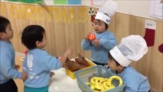 12月のJob trainingのテーマは「シェフ」だったので、2歳児クラスにて、...
