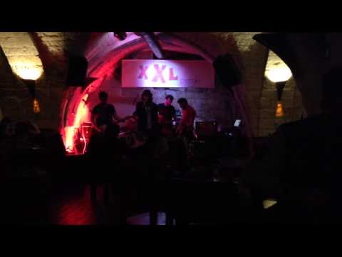 A WOLF AT THE DOOR Live @ XXL Pub (Ostuni) - FADE OUT (tribute band Radiohead)