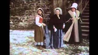 """Tre nøtter til Askepott synger """"How do you solve a problem like Maria"""" fra The Sound of Music"""