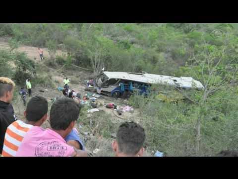 Acidente com ônibus deixa sete mortos na Bahia