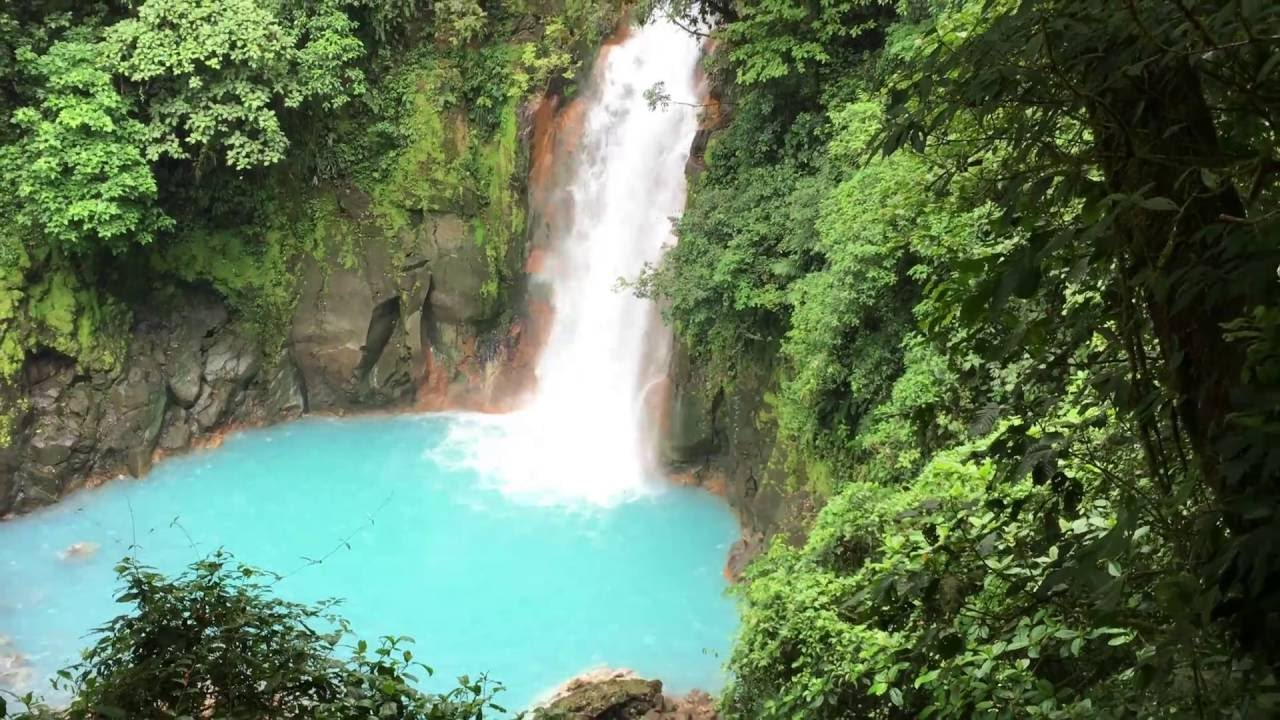 how to get to rio celeste waterfall