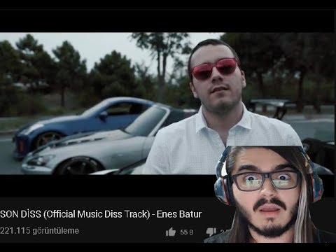 KedineMüzisyen Enes Batur'un Son Diss Videosunu İzliyor