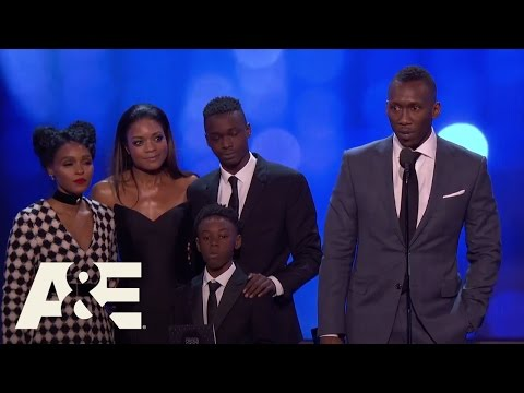 "The Cast of ""Moonlight"" Wins Best Acting Ensemble 
