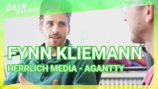 Fynn Kliemann in seiner Agentur herrlich media besucht - Agantty vorgestellt #ÜberMacher - Robin.tv