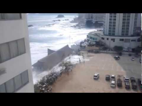 """Acapulco tiene daños millonarios por """"mar de fondo"""""""
