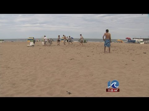Tourists enjoy nice weather on VB oceanfront
