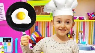 Öykü Cooking Breakfast for Dad - Funny Oyuncak Avı