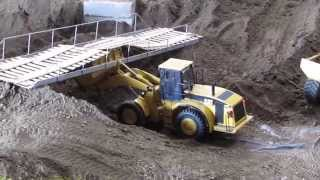 RC Wheel Loader CAT 966 - demolition and repairing the bridge